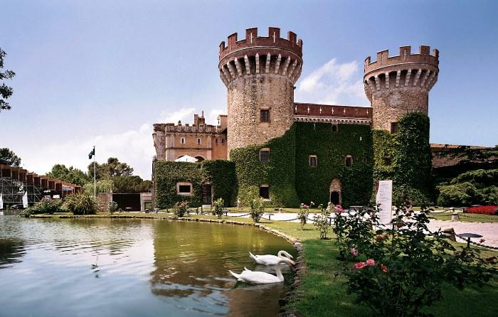 Castillo perelada entre las mejores bodegas del mundo for Las mejores alfombras del mundo