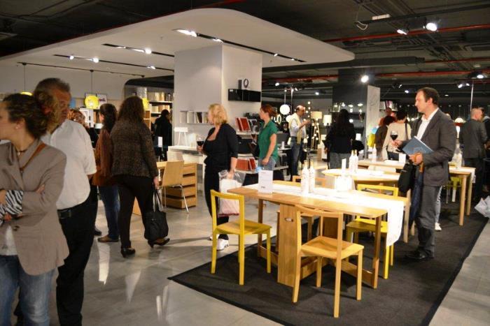 H bitat celebra su 50 aniversario con milflores edici n for Habitat muebles barcelona