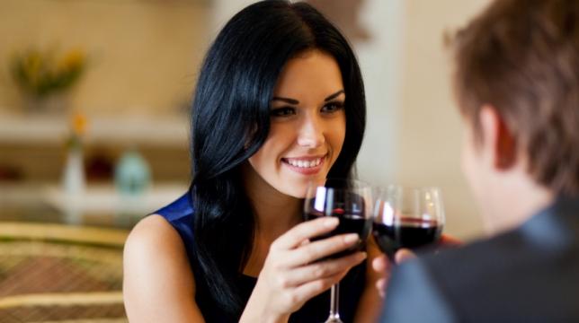 Se puede usar al vino como herramienta para bajar de peso
