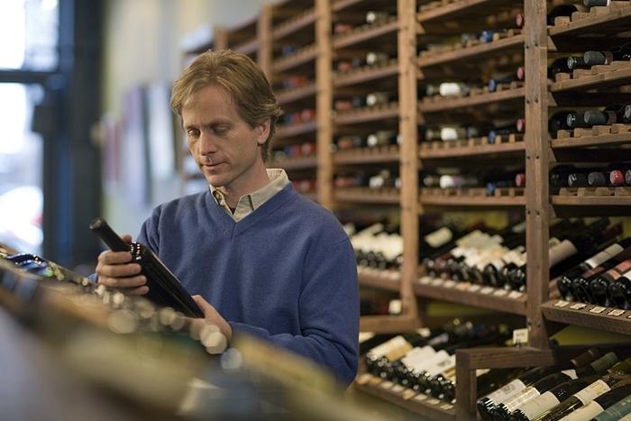 7 cosas que nunca debes hacer cuando compres vino