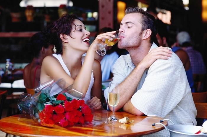 Beber un espumoso en pareja es más divertido