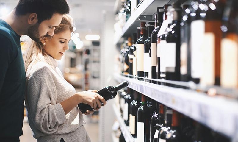 compra_vino_pareja
