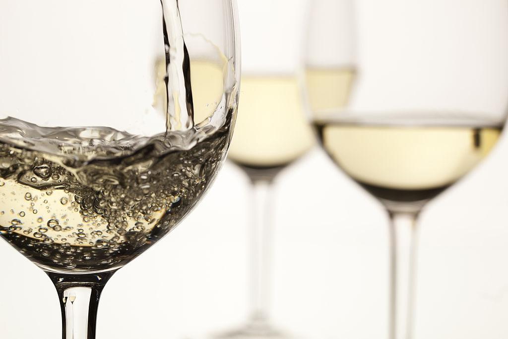 Resultado de imagen de vino amarillo pajizo