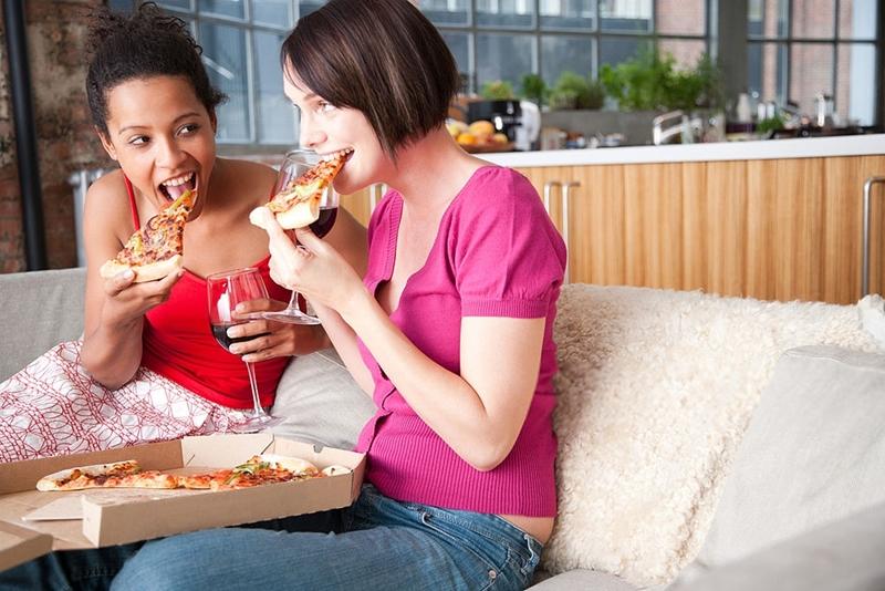 Pizza y vinos, con amigos