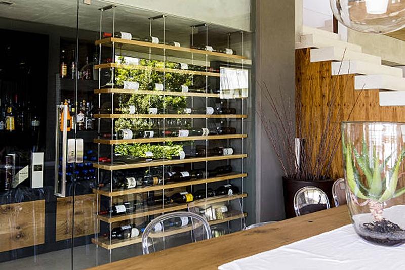 Las condiciones ideales para guardar el vino for Mueble vinos