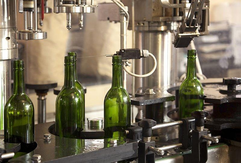 imagen de producción y embotellado de vino