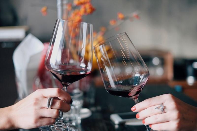 el vino tinto sube o baja la presión arterial