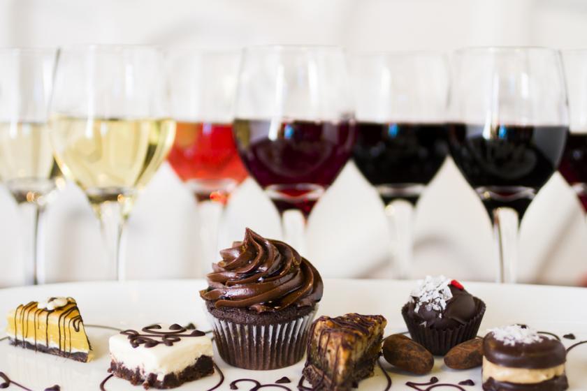 Consejos y ejemplos para acompañar vino con chocolate