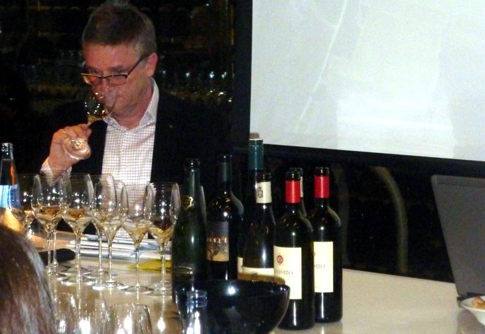 Hansj rg rebholz realiza una cata de 12 grandes vinos for Cata de vinos barcelona